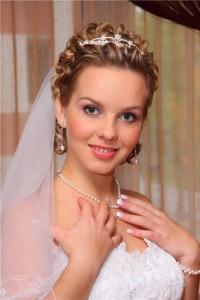 свадебные прически на короткие волосы под фату