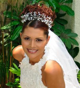 свадебные прически с челкой диадемой и фатой