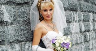 свадебная причёска с чёлкой на средний волос