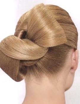 Свадебный-бант-из-волос-средней-длины